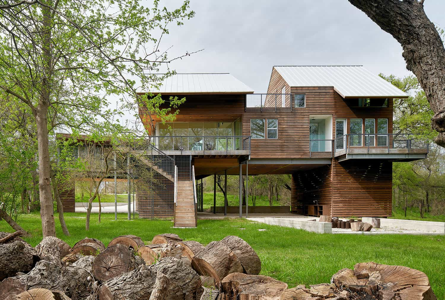 river-house-rustic-exterior
