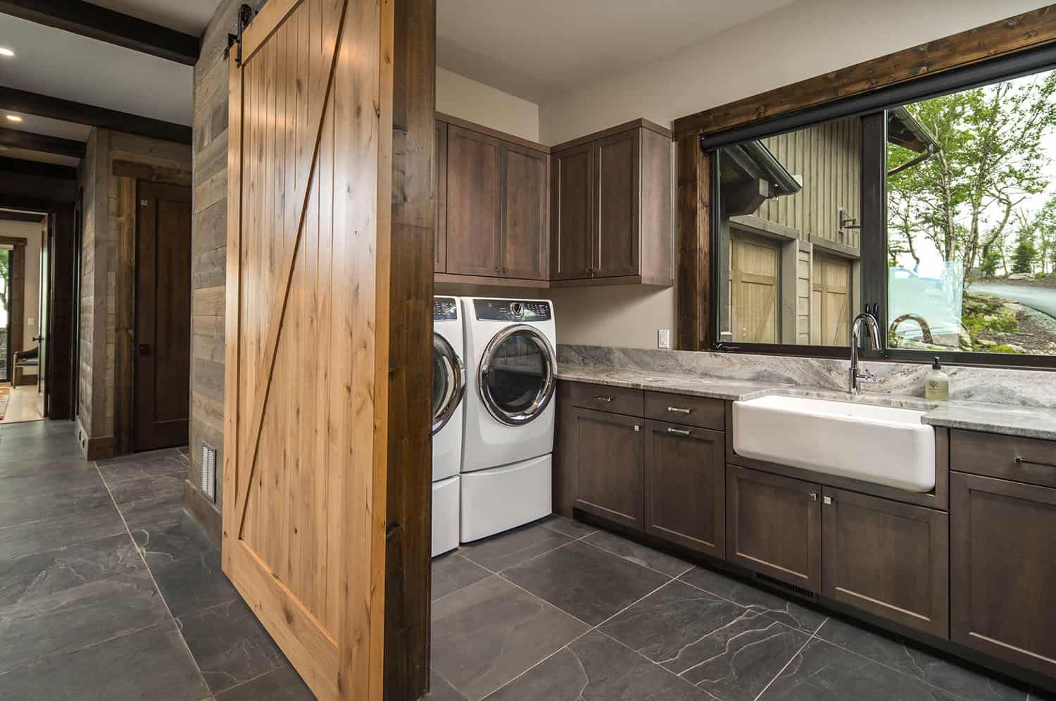 mountain-contemporary-laundry-room