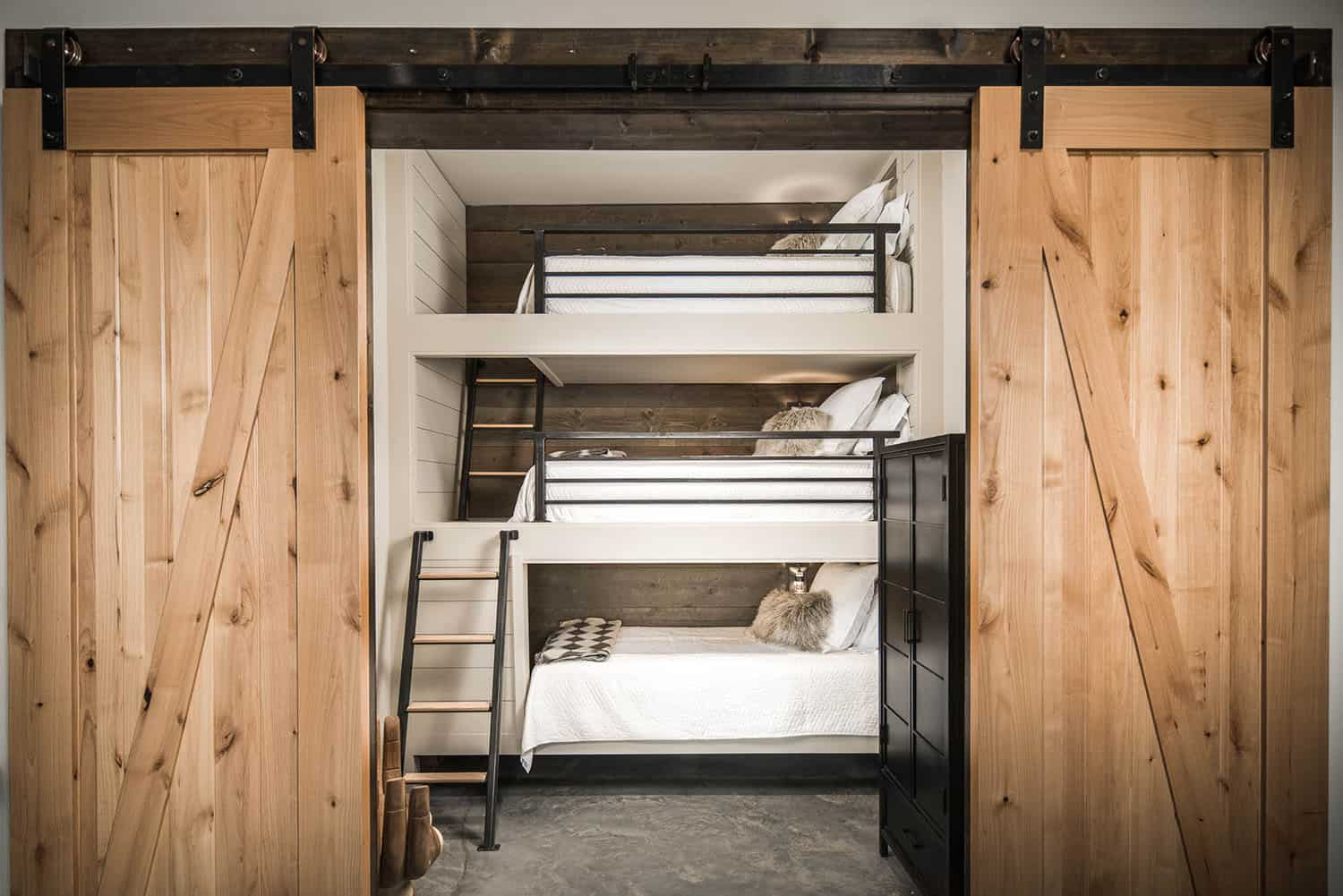 mountain-contemporary-kids-bunk-bedroom
