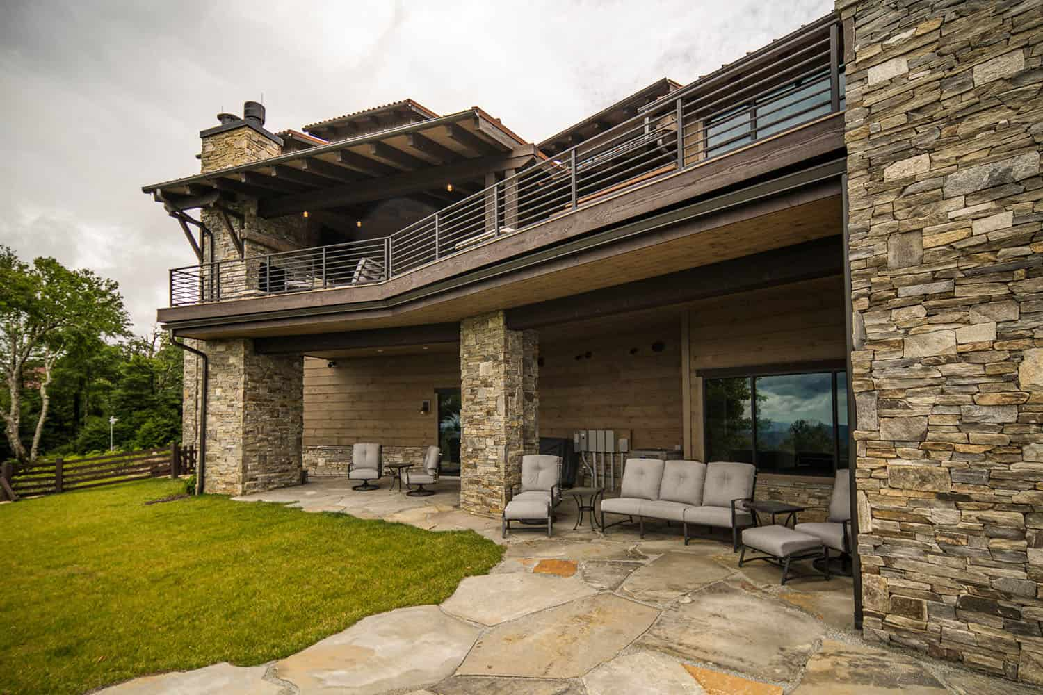 mountain-contemporary-home-patio