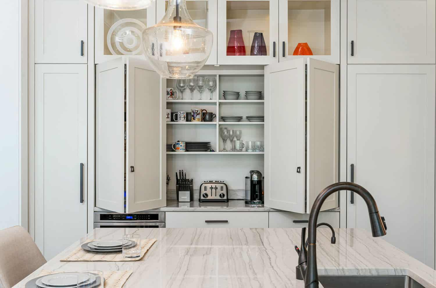 rustic-contemporary-kitchen-pantry