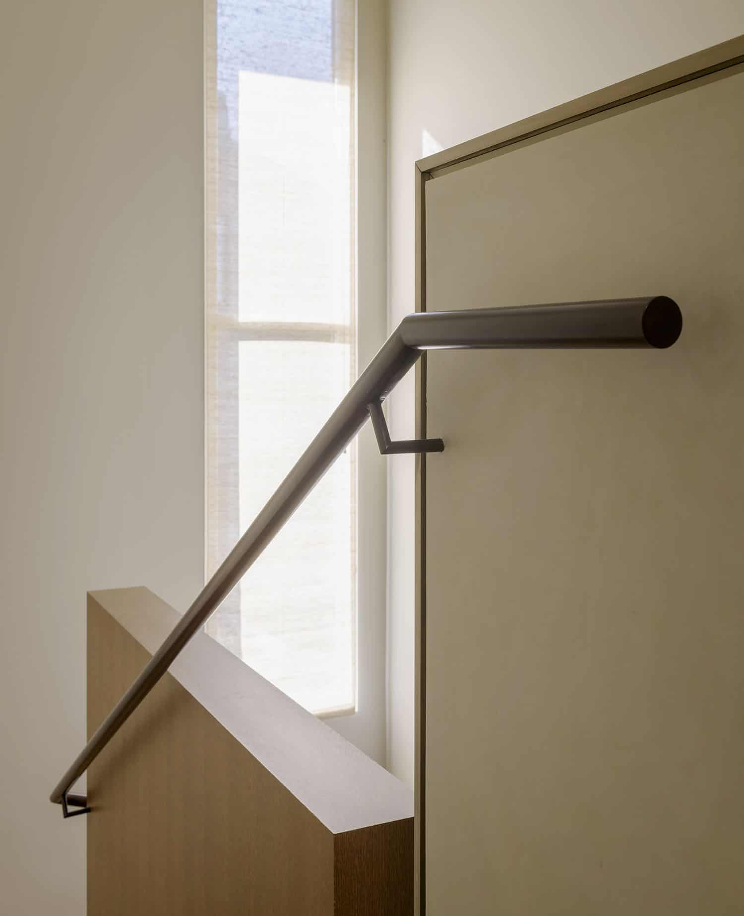 contemporary-staircase-handrail-detail