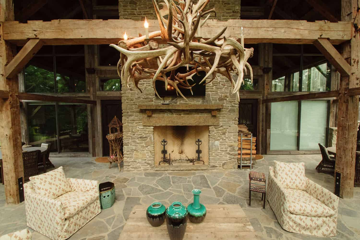outdoor-fireplace-rustic-exterior