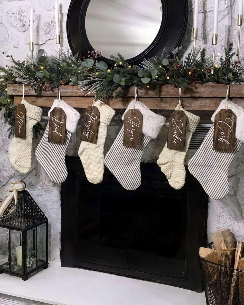 rustic-farmhouse-christmas-decorating-ideas-fireplace-mantel