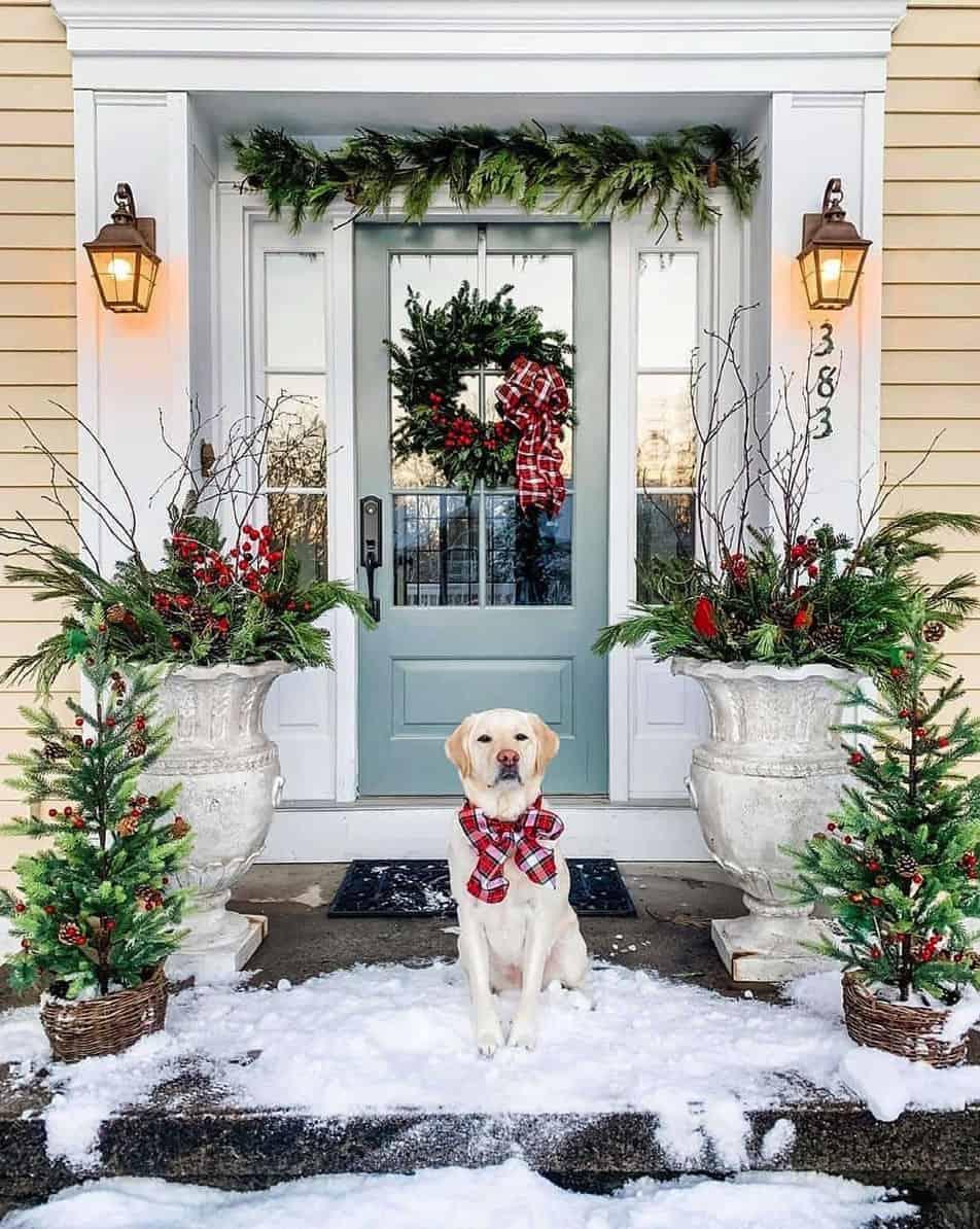 rustic-farmhouse-christmas-decorating-ideas-entry