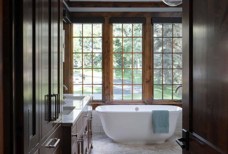 rustic-modern-bathroom-soaking