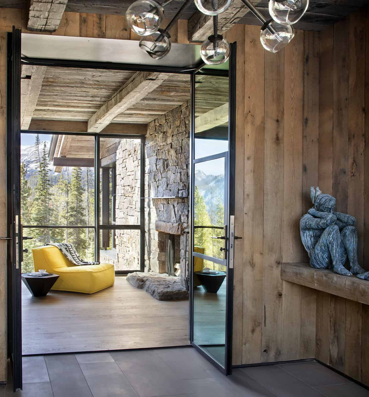 rustic-mountain-style-entry
