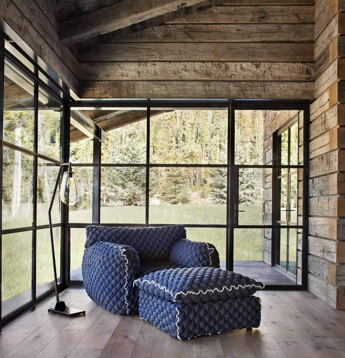 rustic-mountain-style-bedroom-sitting-room
