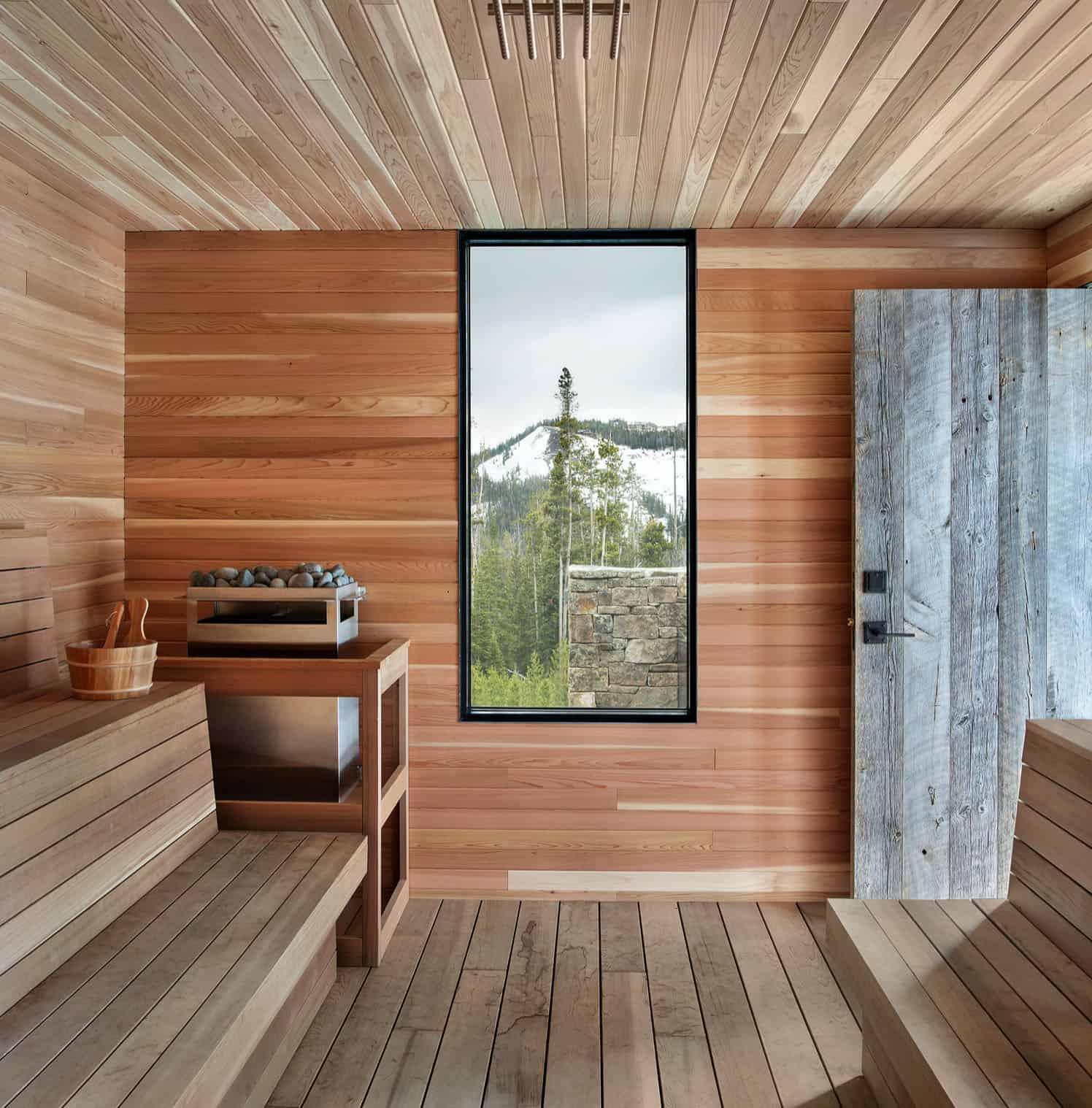 rustic-mountain-style-sauna