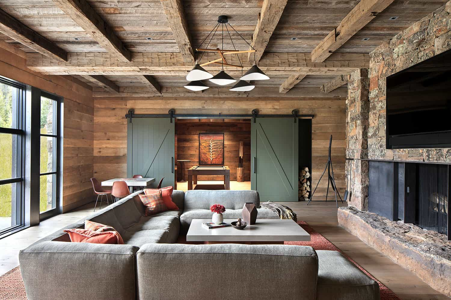 rustic-mountain-style-family-room