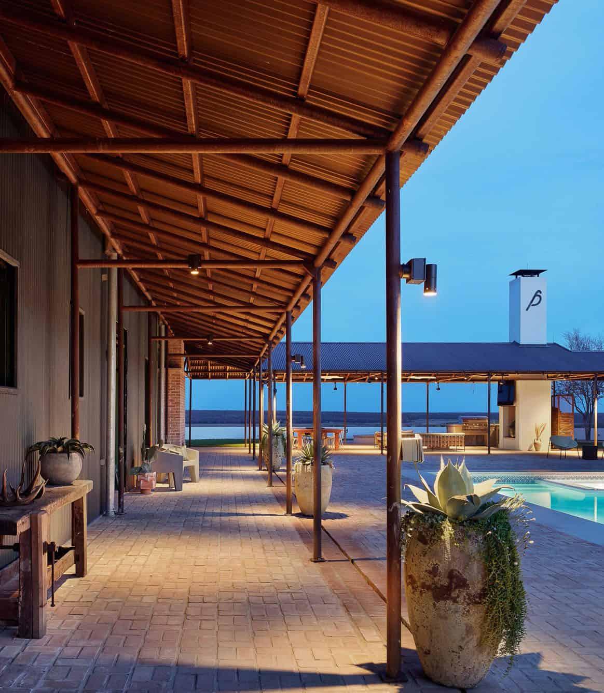 ranch-house-exterior-patio