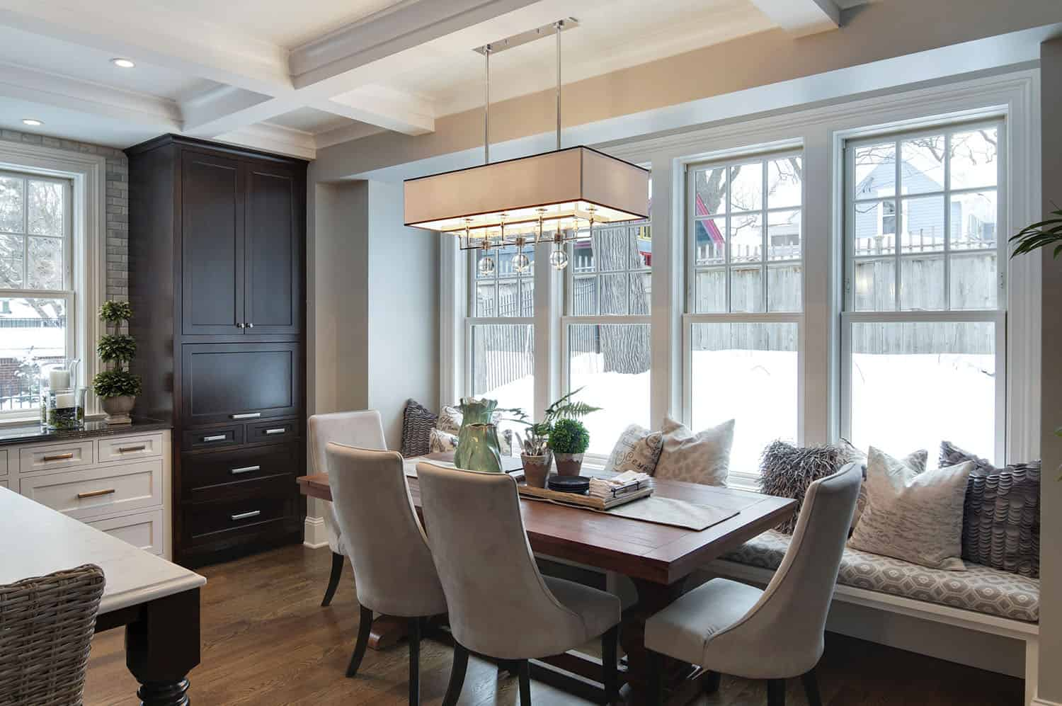 traditional-dining-room-kitchen-nook