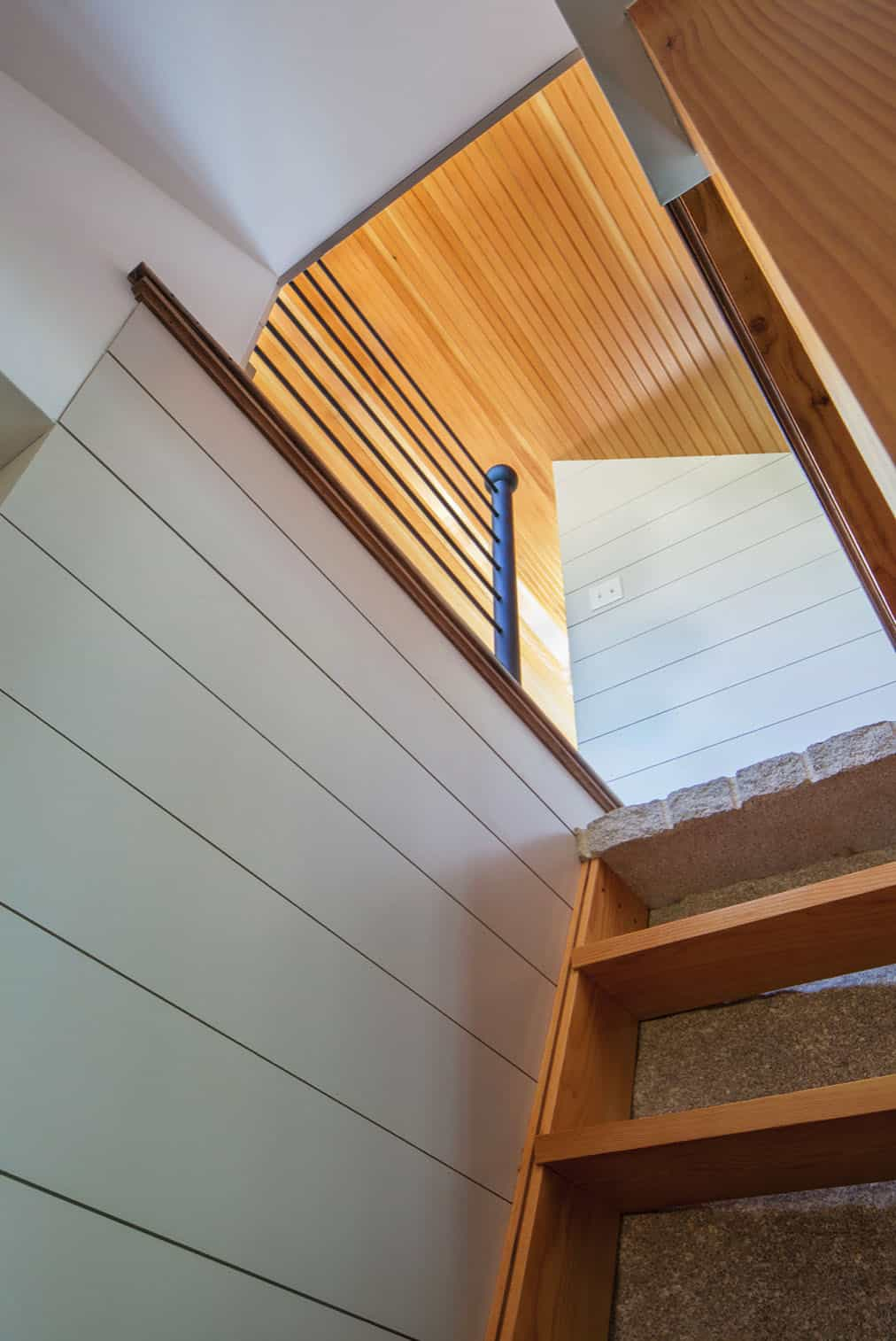 cottage-beach-style-staircase