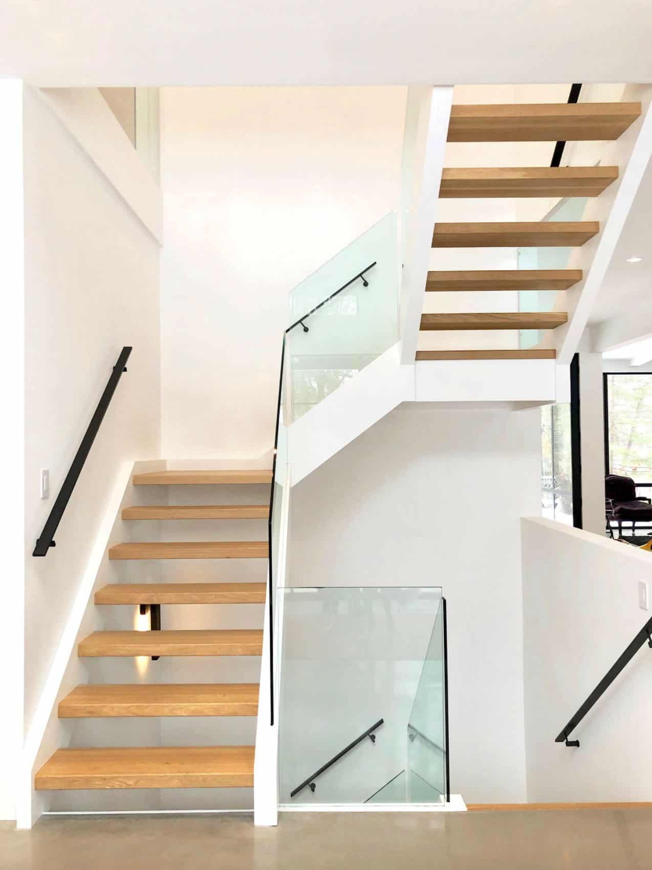 modern-staircase-with-open-risers