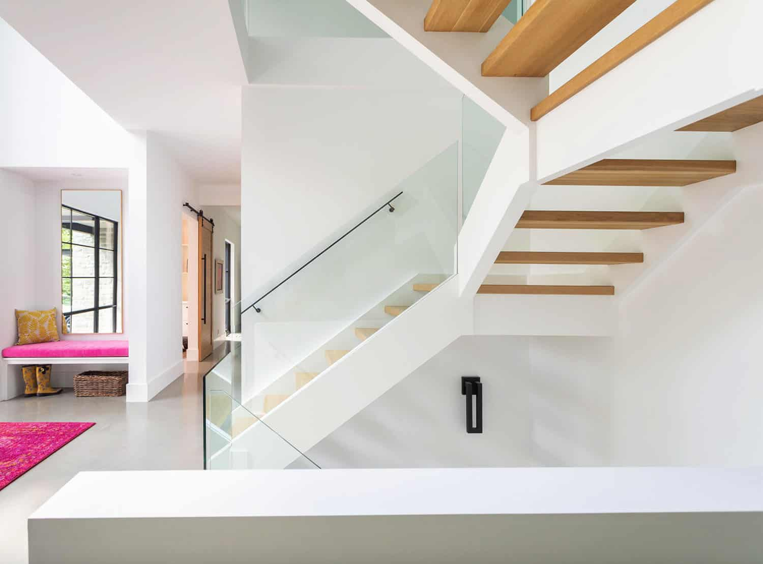 modern-staircase-with-wood-steps
