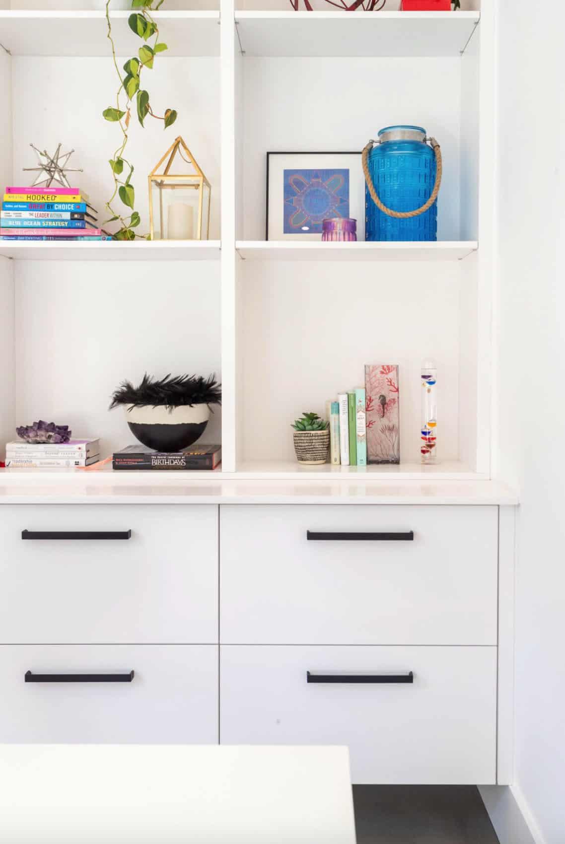 modern-home-office-built-in-bookshelves