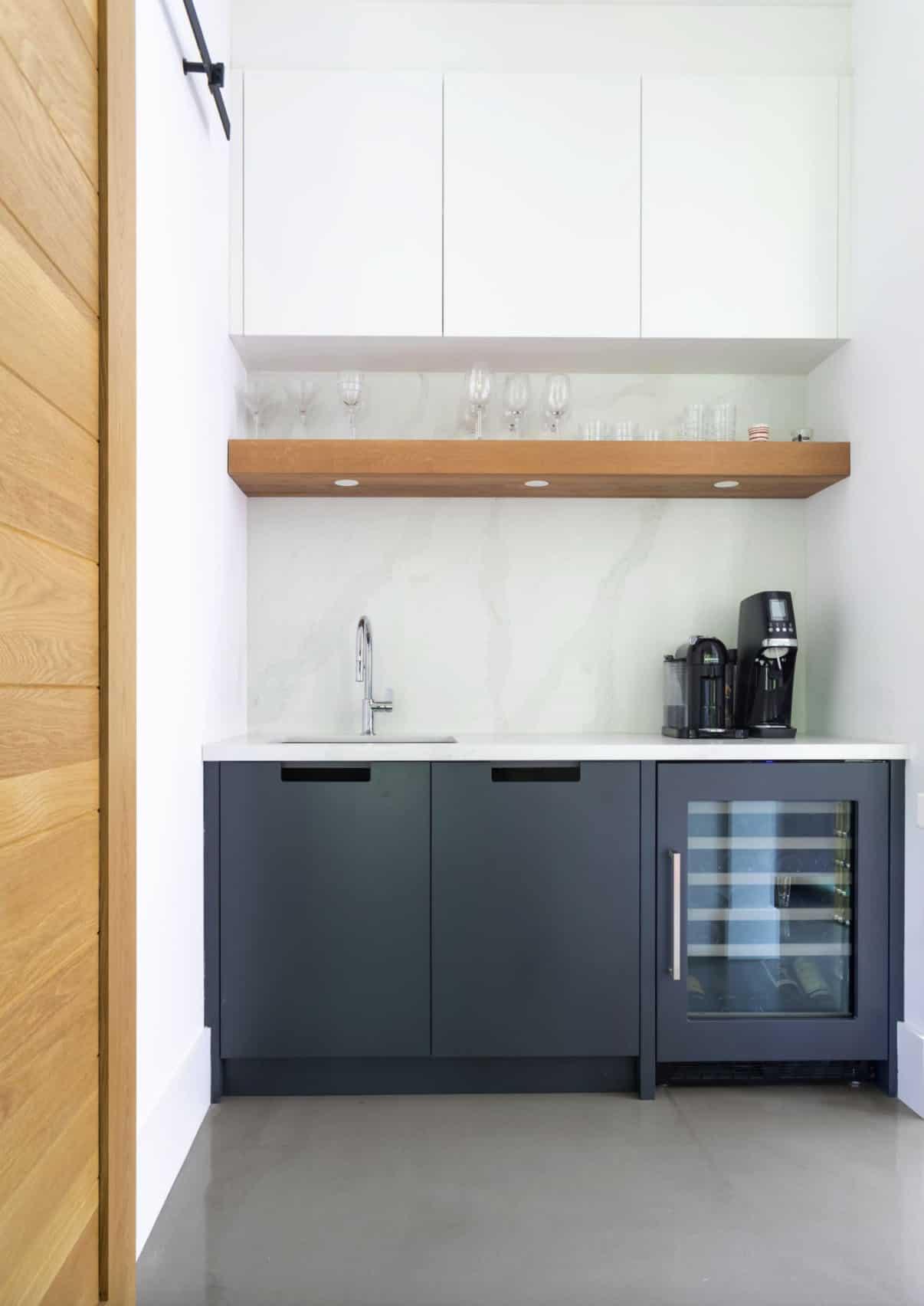 contemporary-kitchen-wet-bar