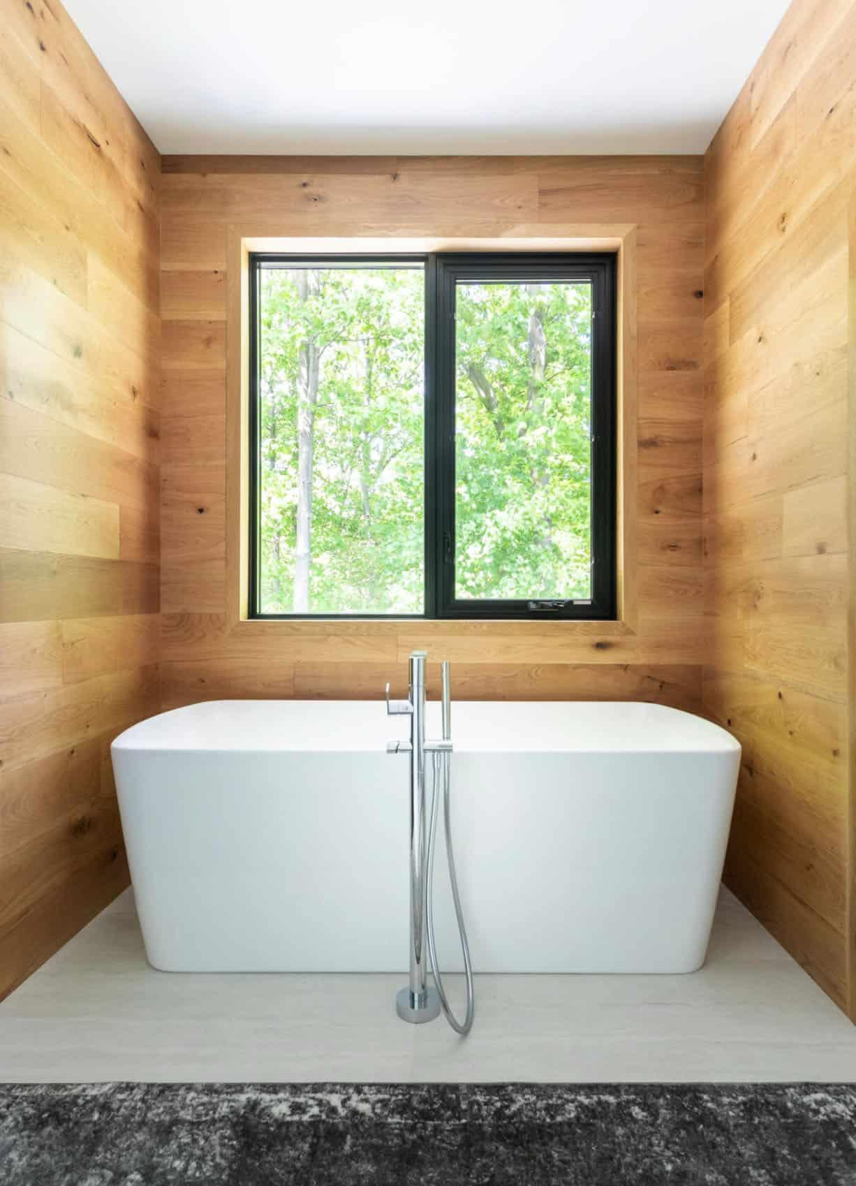 contemporary-bathroom-bathtub