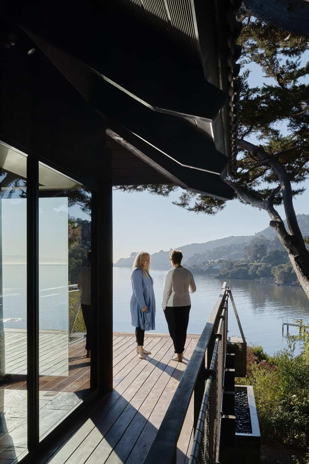 contemporary-home-deck