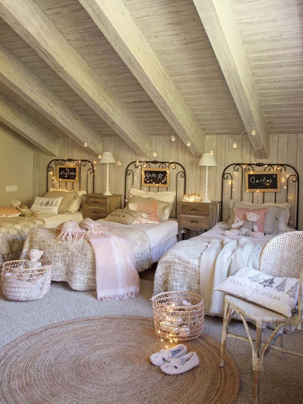cozy-christmas-decorated-cabin-kids-bedroom