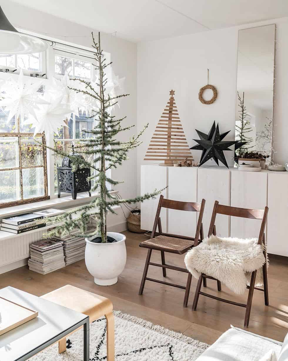 cozy-family-chalet-christmas-decorated-living-room