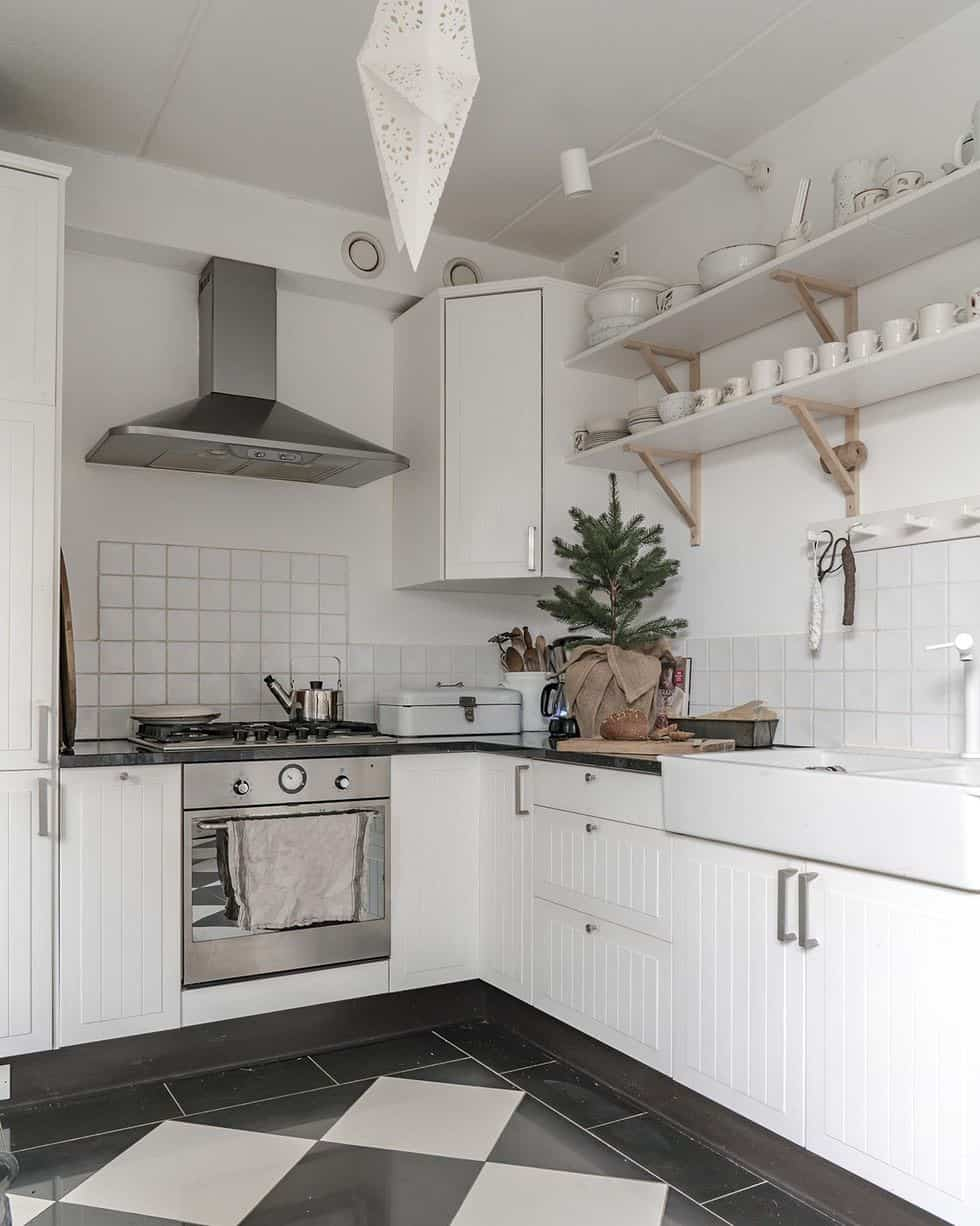 cozy-family-chalet-christmas-decorated-kitchen