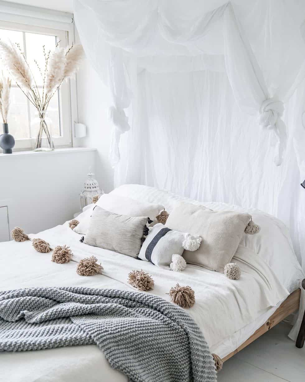cozy-family-chalet-christmas-decorated-bedroom