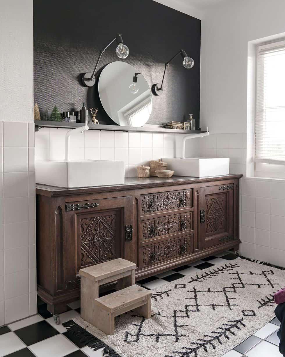 cozy-family-chalet-christmas-decorated-bathroom