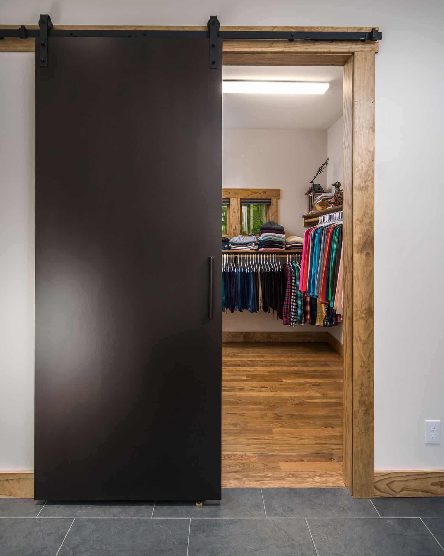 mountain-style-closet