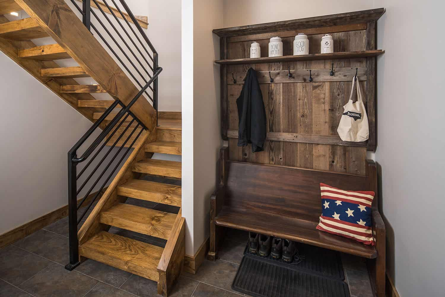 mountain-style-mudroom