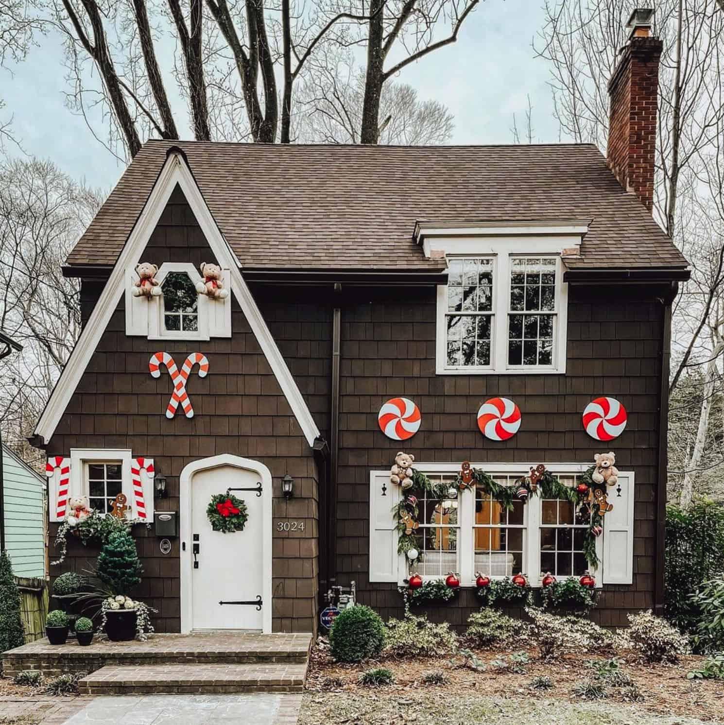 holiday-decor-ideas-gingerbread-house