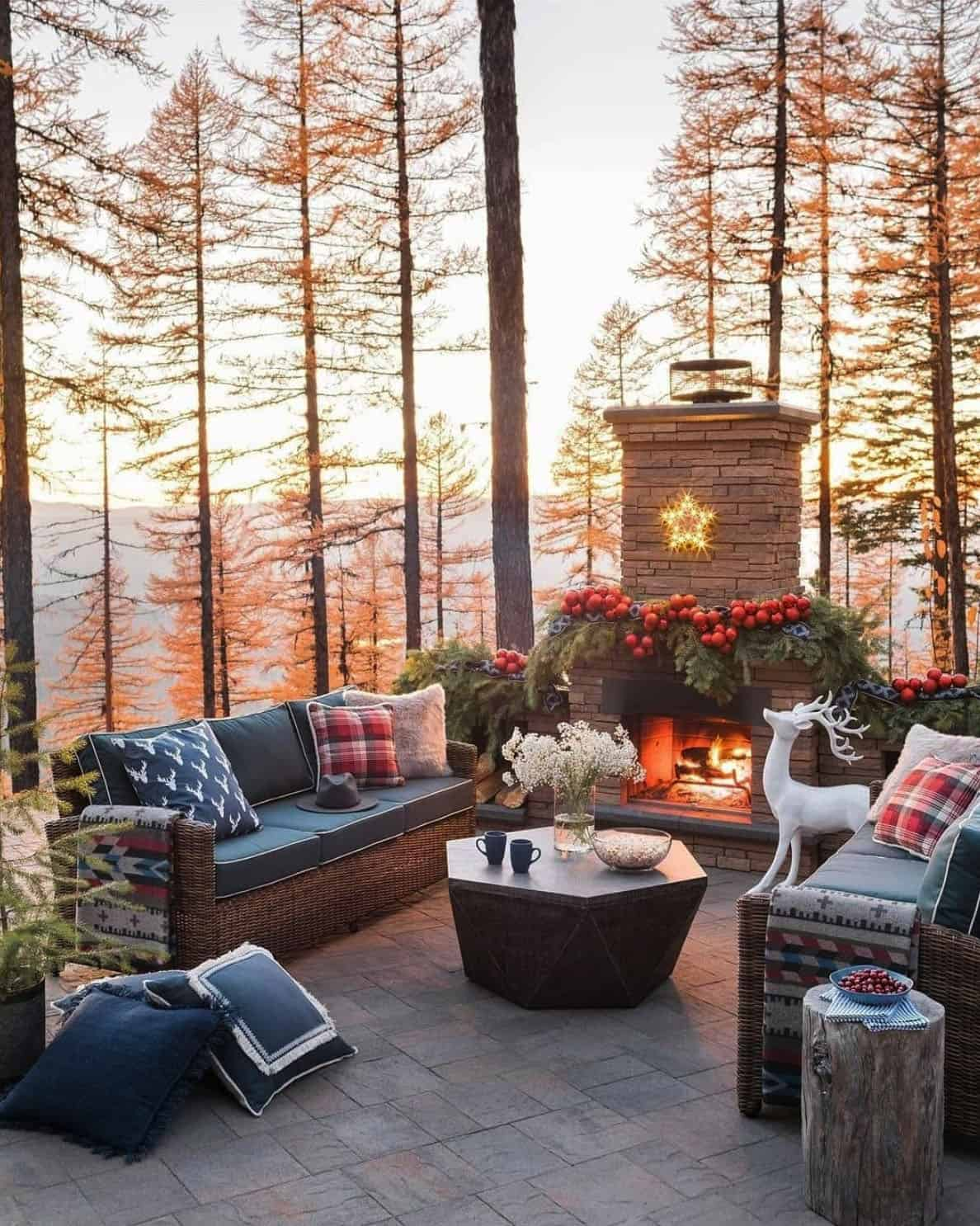 holiday-decor-ideas-outdoor-patio-fireplace