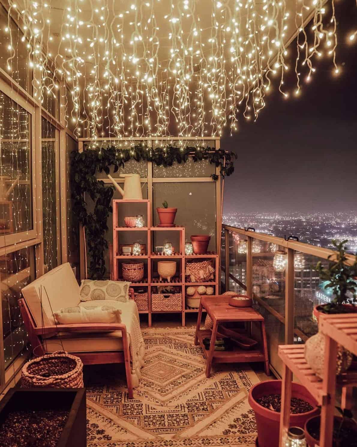 holiday-decor-ideas-balcony