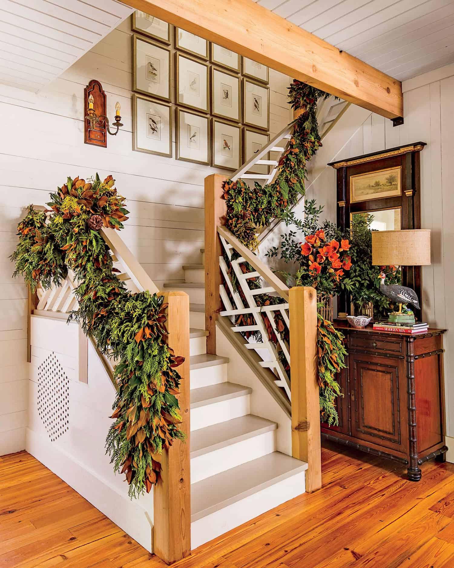 holiday-decor-ideas-staircase