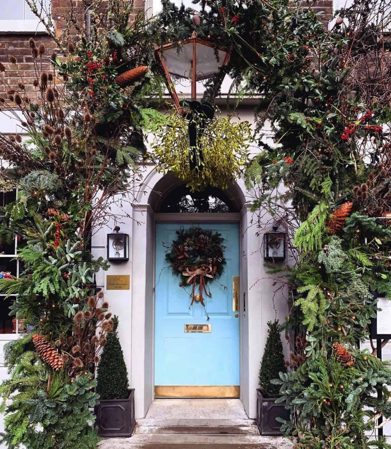 holiday-decor-ideas-townhouse-door