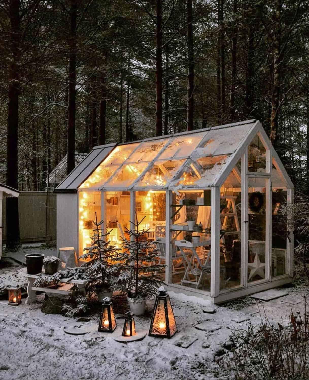 holiday-decor-ideas-she-shed