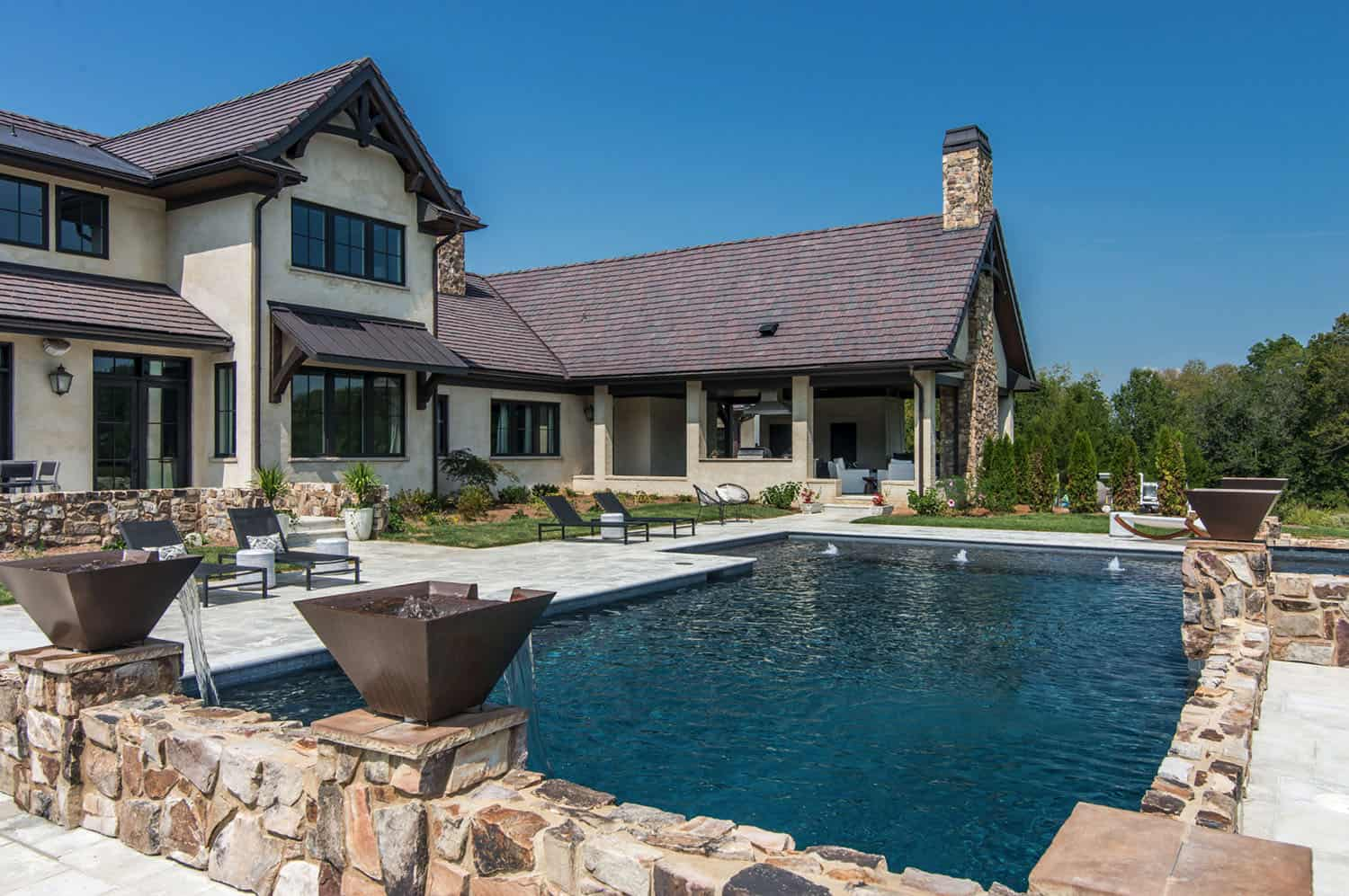 custom-home-traditional-pool