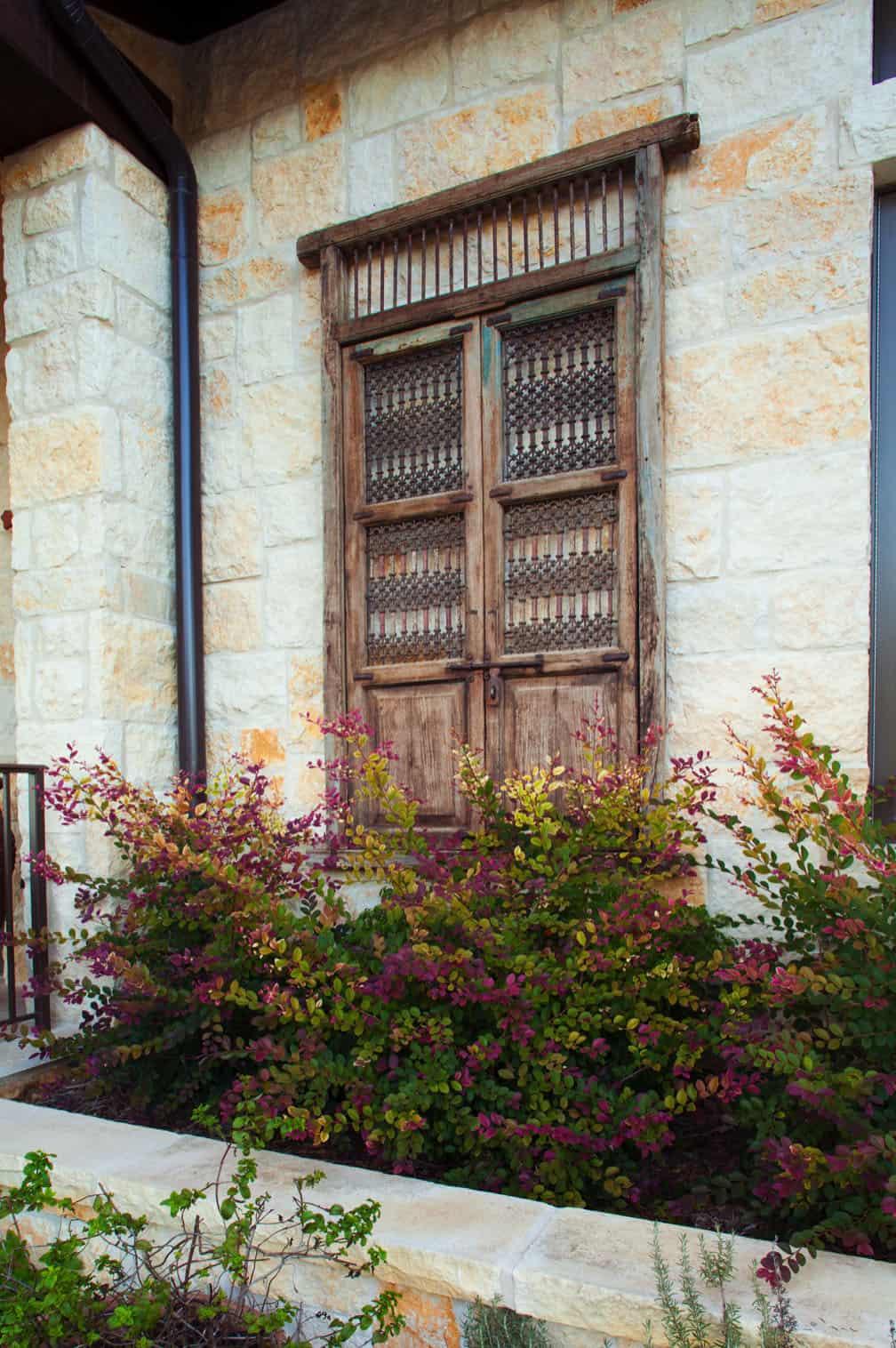 rustic-home-exterior-timeless-aesthetics