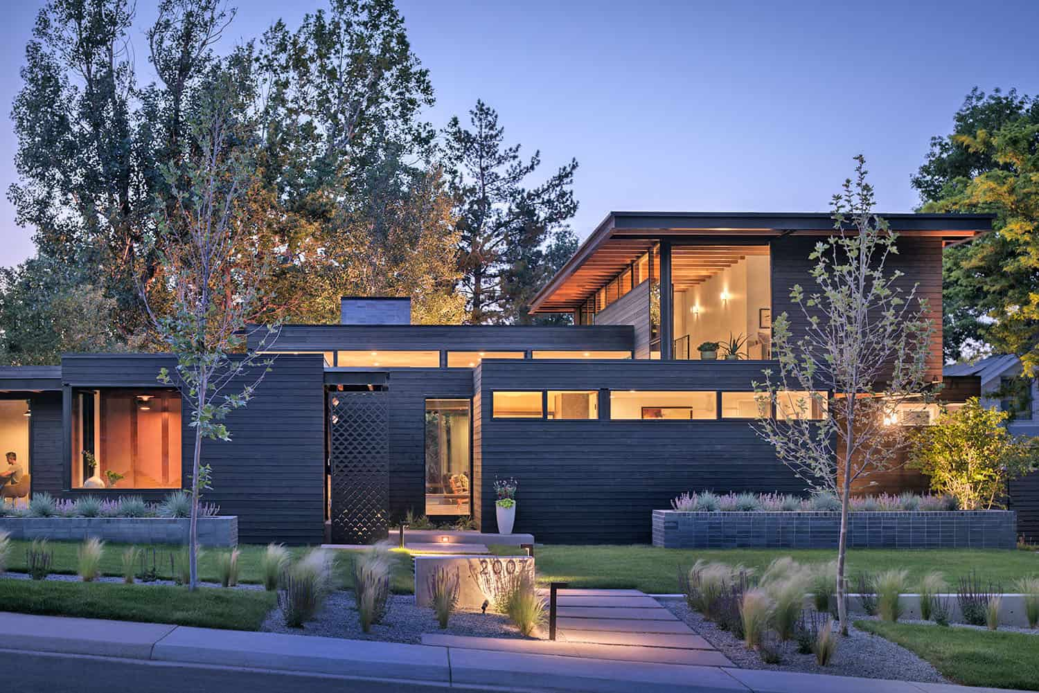 Inviting garden house embraces indoor-outdoor living in Colorado