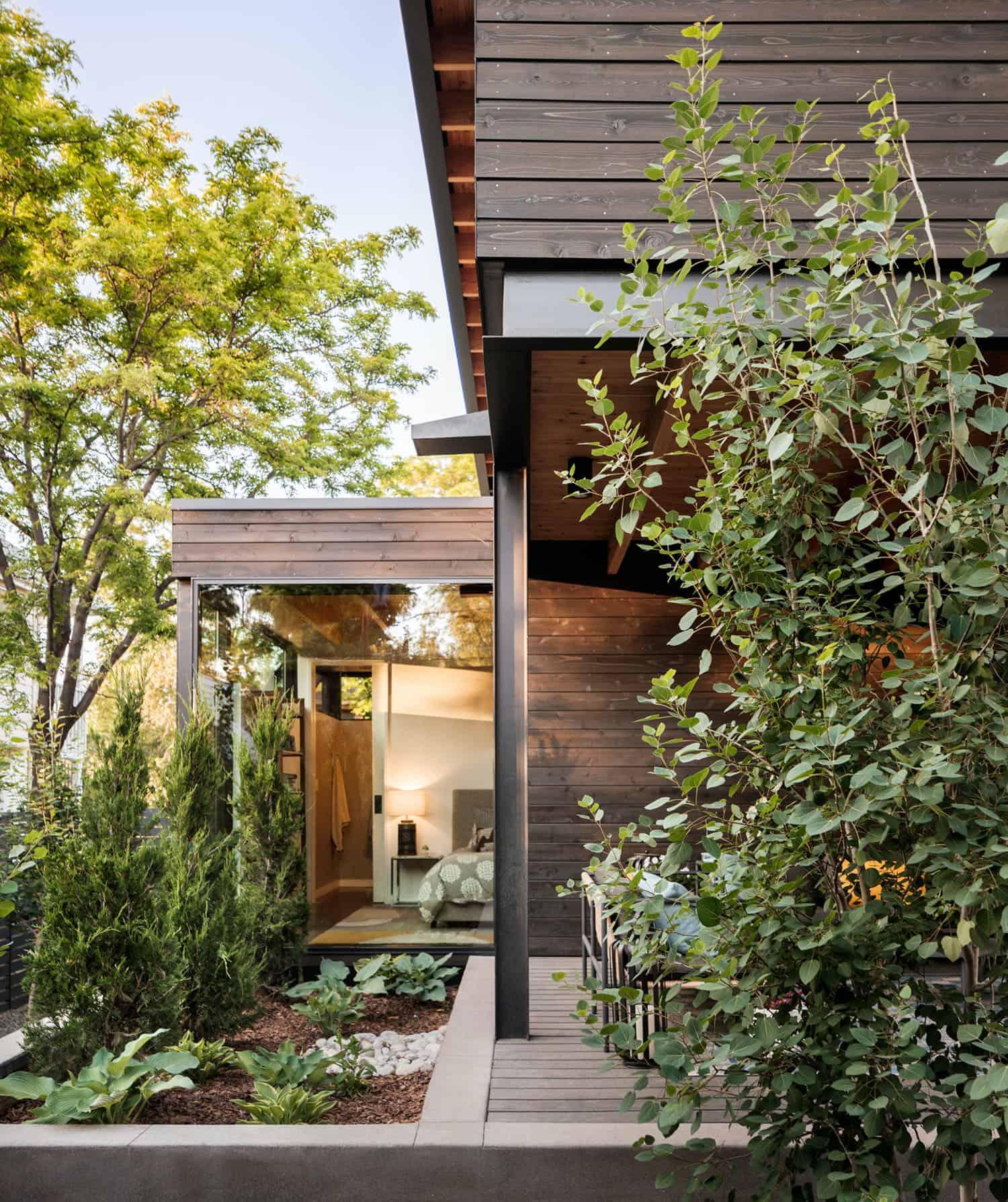 Contemporary-Garden-House-Exterior-Boulder
