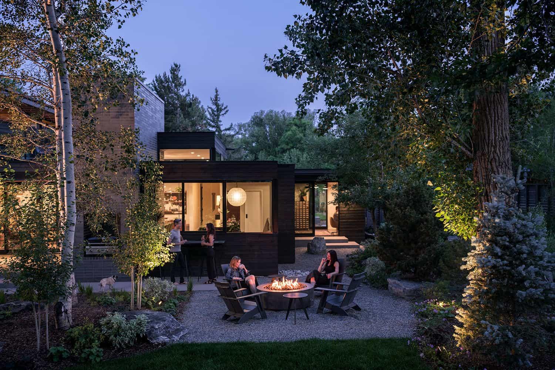 Contemporary-Garden-House-Patio-Boulder