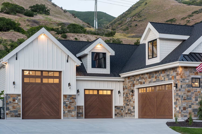 modern-farmhouse-style-garage