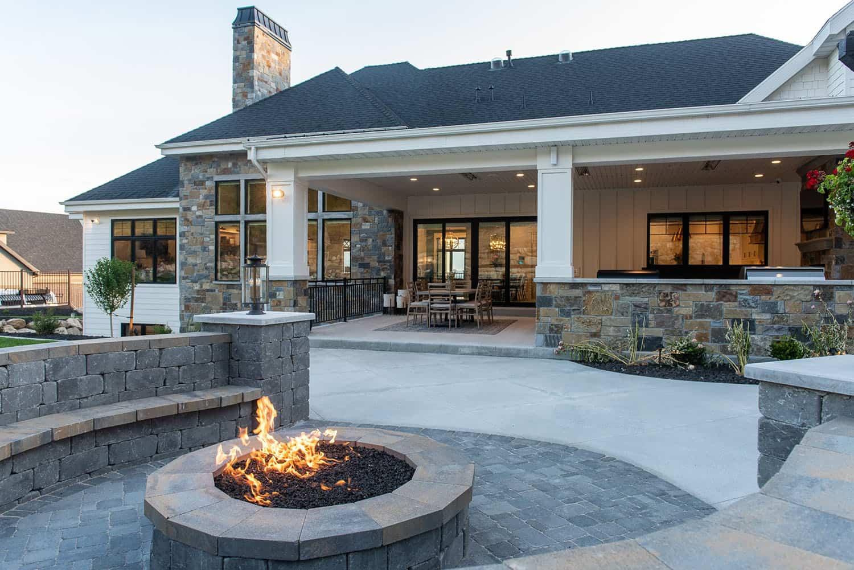 modern-farmhouse-style-patio-fire-pit