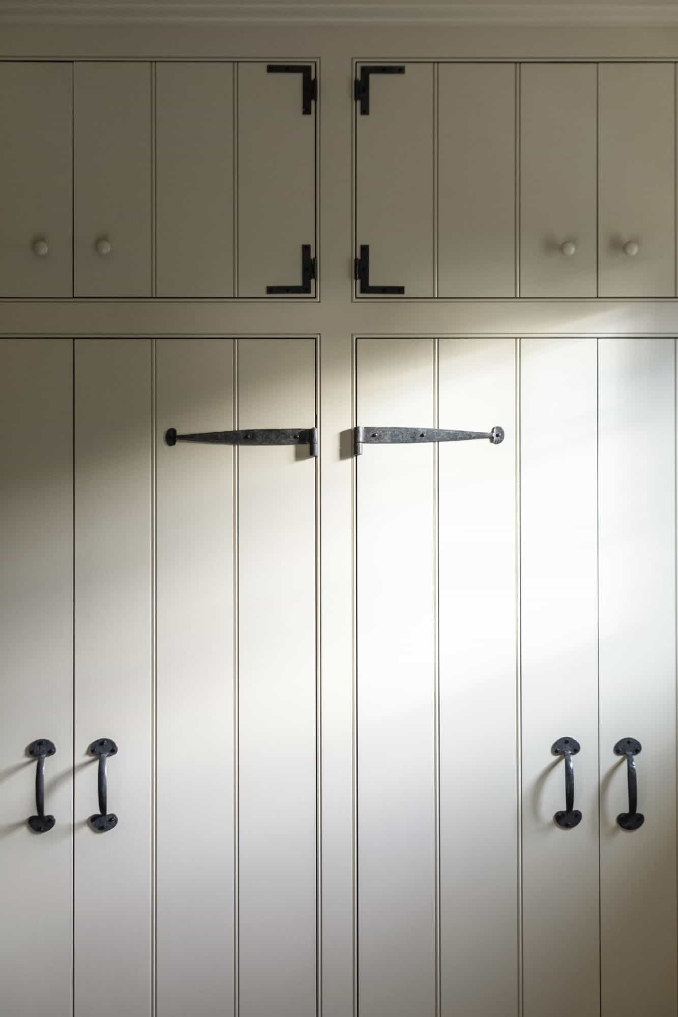 barn-cottage-cabinet-detail