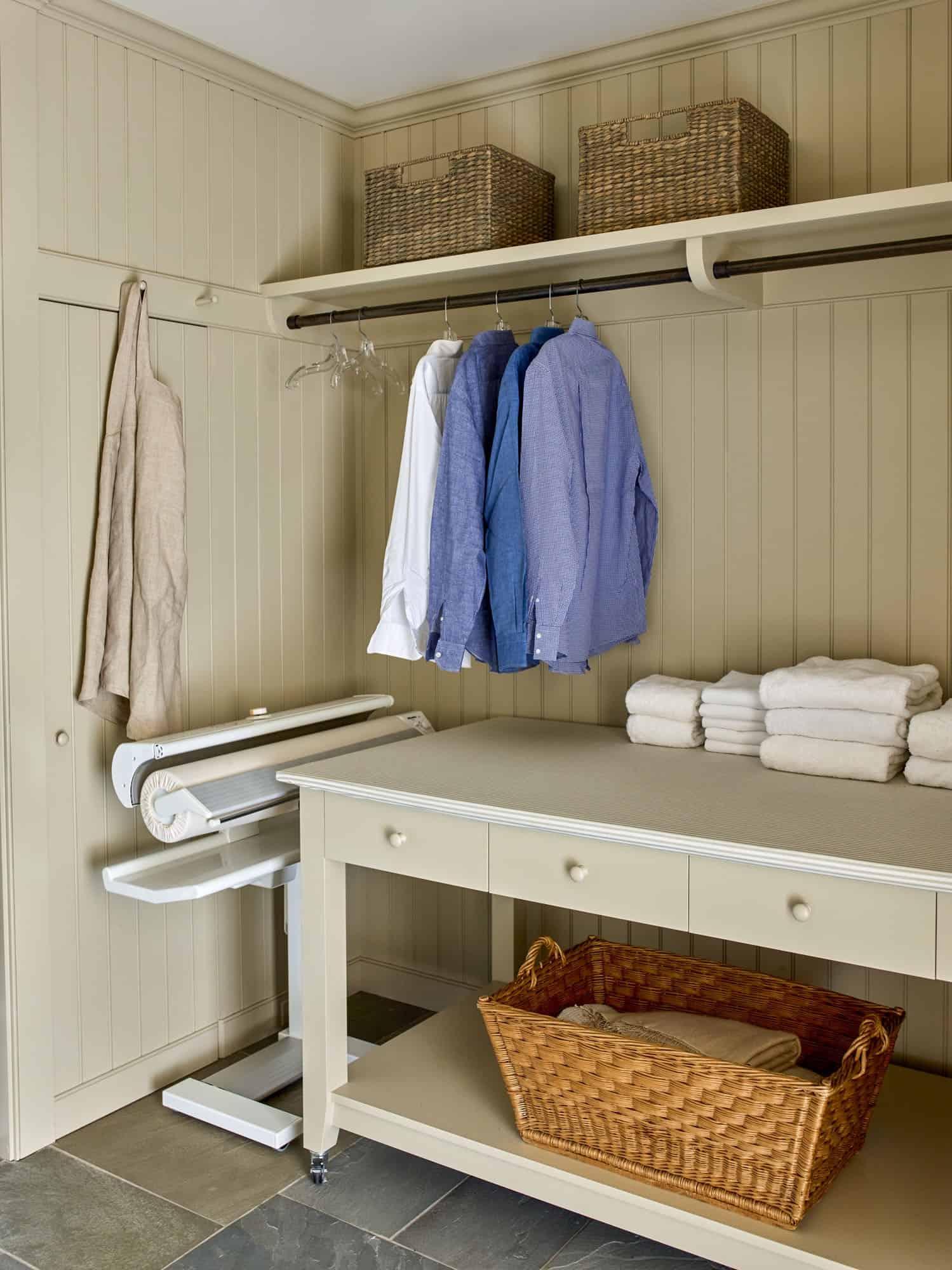 barn-cottage-laundry-room