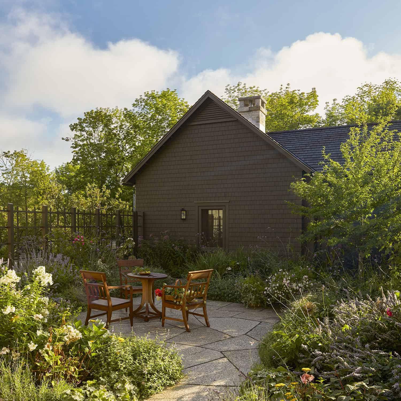 barn-cottage-retreat-garden-patio