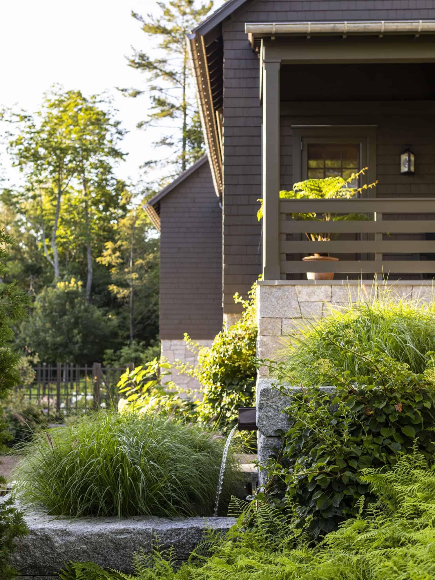 barn-cottage-retreat-garden-water-feature