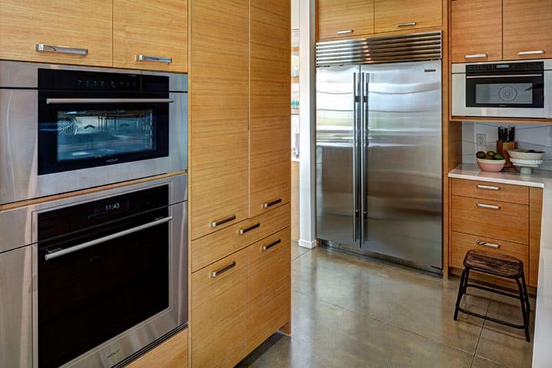 residence-midcentury-kitchen-pantry