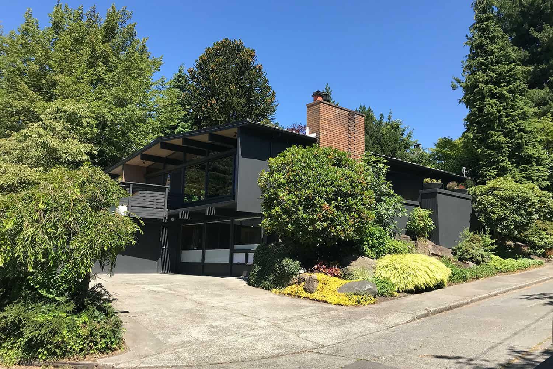 hillside-midcentury-modern-home-exterior