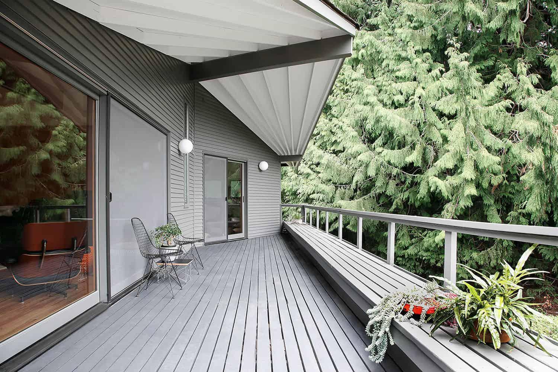 midcentury-modern-home-deck